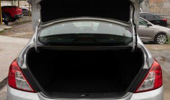 Nissan Versa lleno